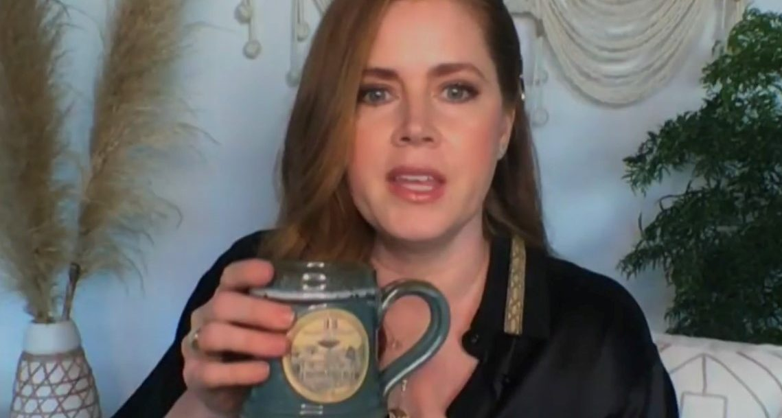 Amy Adams and a Beechwood Inn coffee mug plugging the movie Hill Billy Elegy with Seth Myers, Late Night